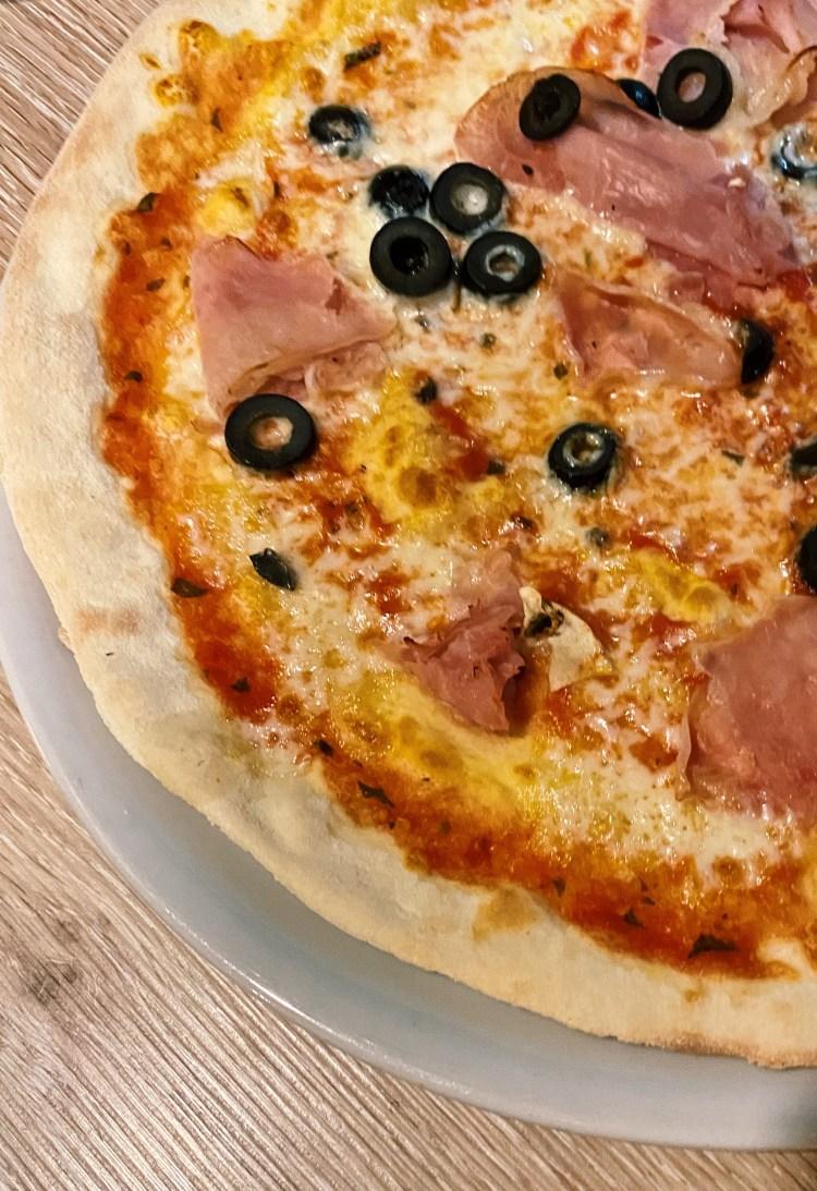 Pizza Jamon y aceitunas_10-18 Pizza