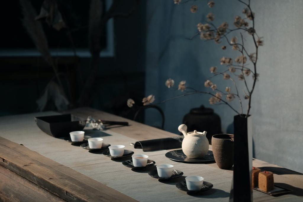 Tea cups served on the wabi-sabi table design