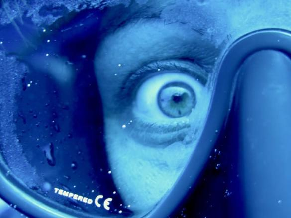 Le stress en plongée peut se voir comme dans les yeux de cette plongeuse