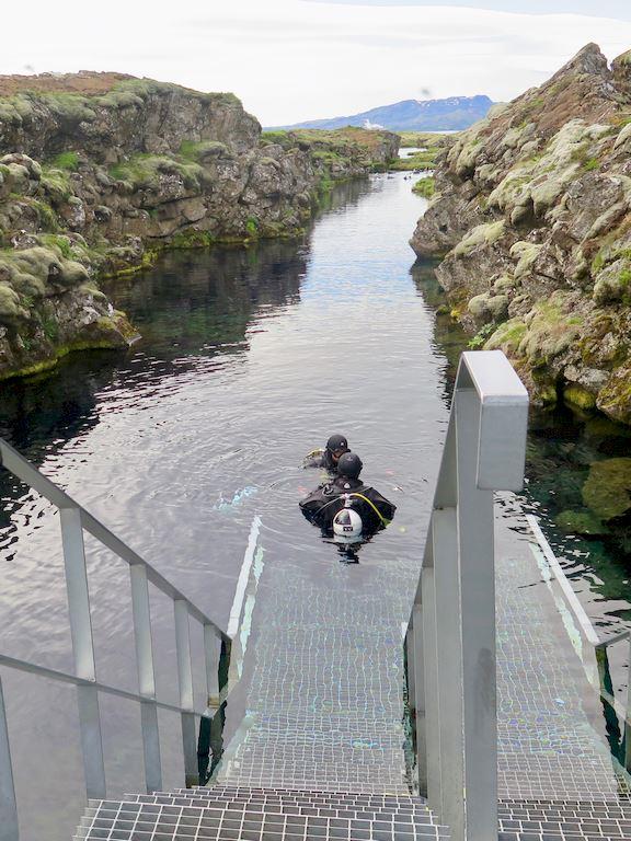 Le départ de la plongée dans le faille de Silfra