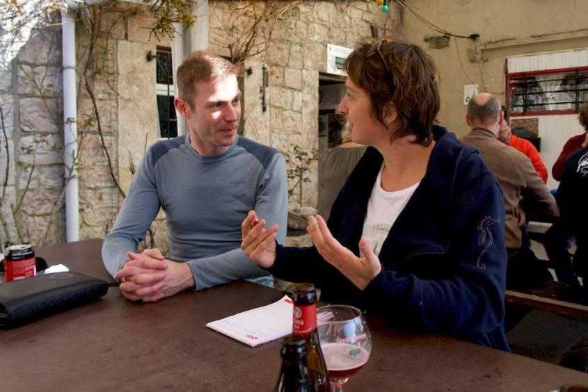 Thomas et Hélène en pleine discussion