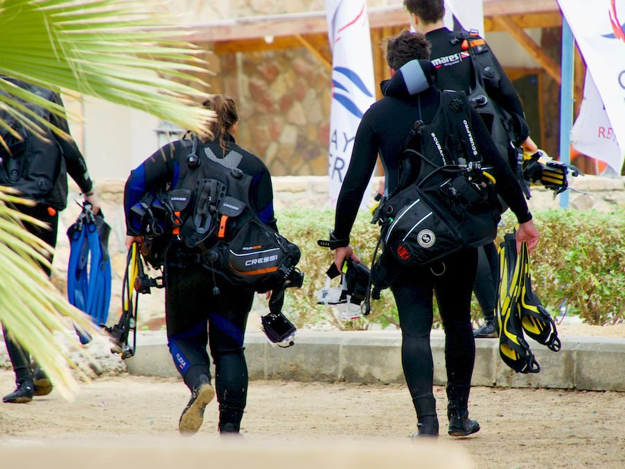 Comment choisir son matériel de plongée est une question que se sont posée ces plongeurs