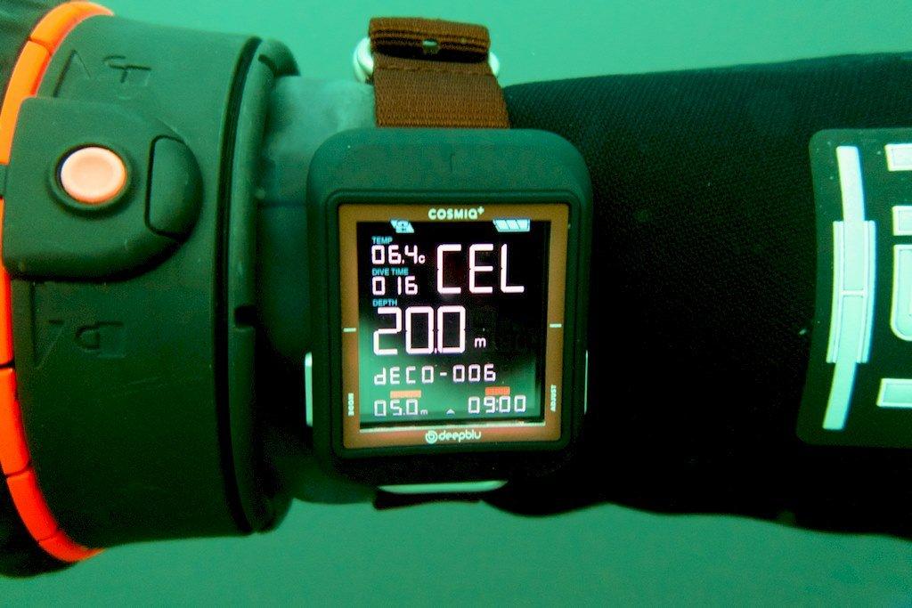 Affichage de l'ordinateur de plongée COSMIQ+ pendant la remontée