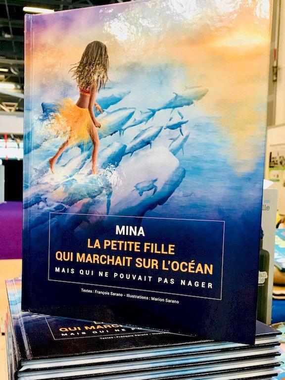 Le livre de François Sarano, Mina, la petite fille qui marchait sur l'océan.