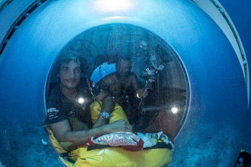 Nicolas Paulme dans la capsule de l'expédition Under The Pole.