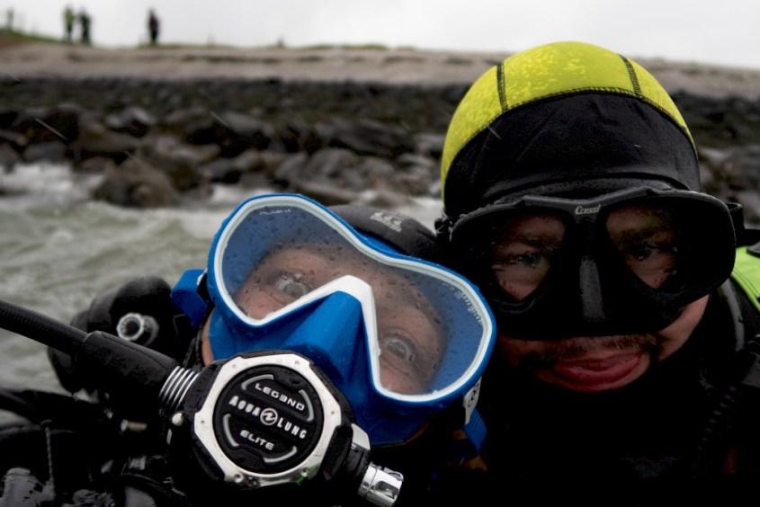 Hélène Adam et Sébastien prêts à faire une plongée en Zélande sur le site du Zoetersbout en Zélande