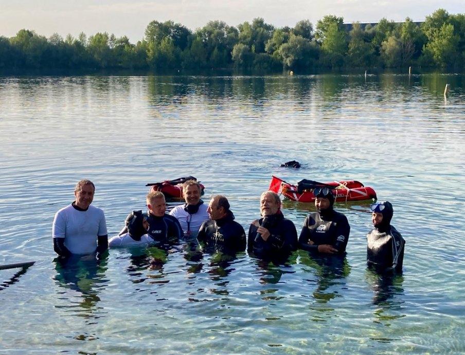 L'équipe des apnéistes lors de la fête organisée par les adeptes de la plongée associative à la la Gravière du Fort.