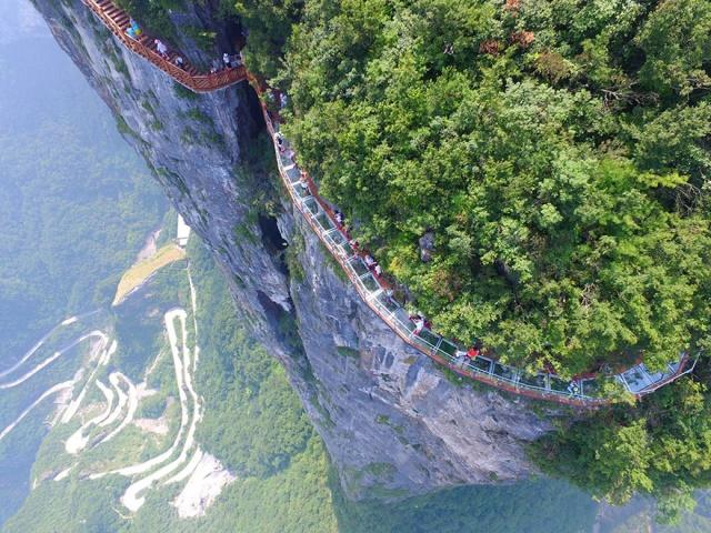 glass-bridge-zhangjiajie-national-forest-park-tianmen-mountain-hunan-china-60