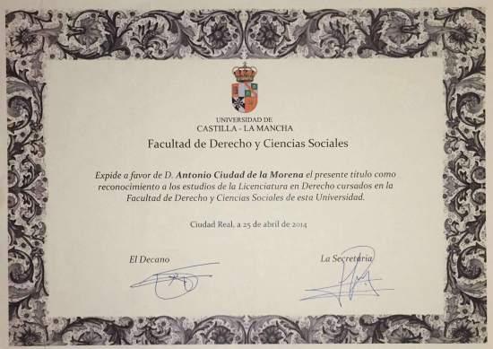 Certificado de Graduado en Derecho.
