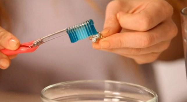 limpiar-con-cepillos
