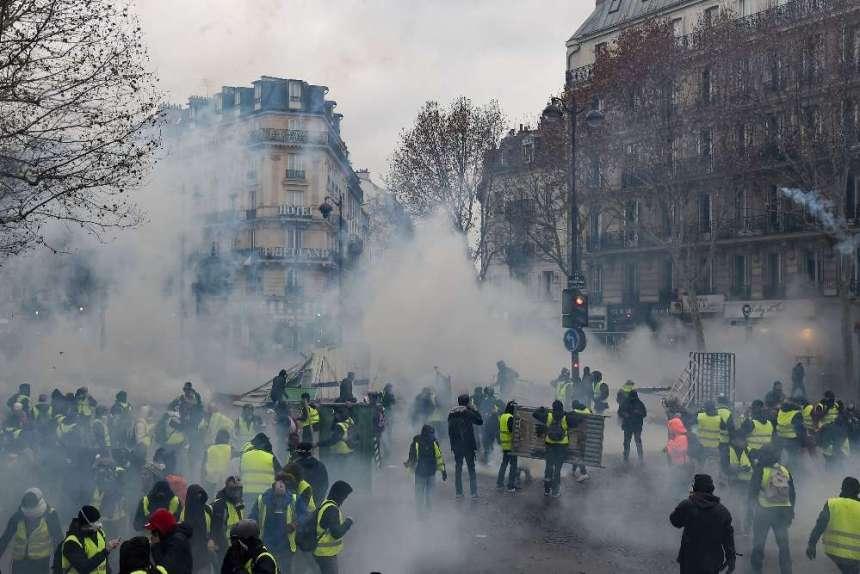 c 64 - 28 imágenes que muestran el drama de las protestas en Francia