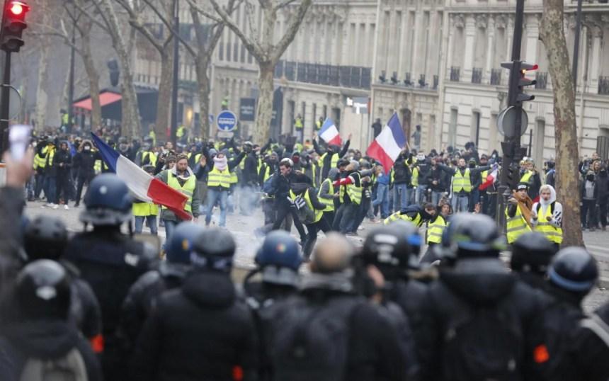 f 58 - 28 imágenes que muestran el drama de las protestas en Francia