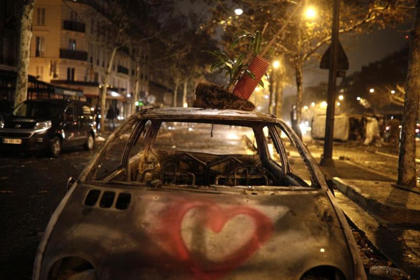 h 54 - 28 imágenes que muestran el drama de las protestas en Francia