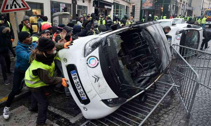 m 41 - 28 imágenes que muestran el drama de las protestas en Francia