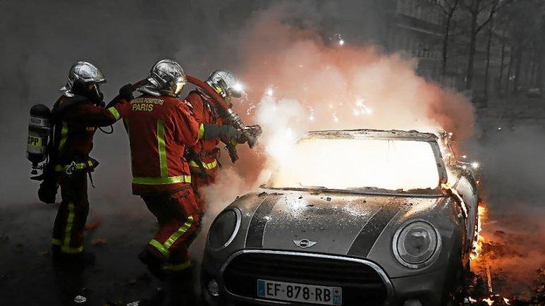 w 13 - 28 imágenes que muestran el drama de las protestas en Francia