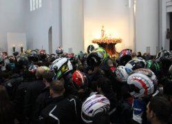 Celebração no interior do Santuário de Caravaggio pede proteção aos motociclistas
