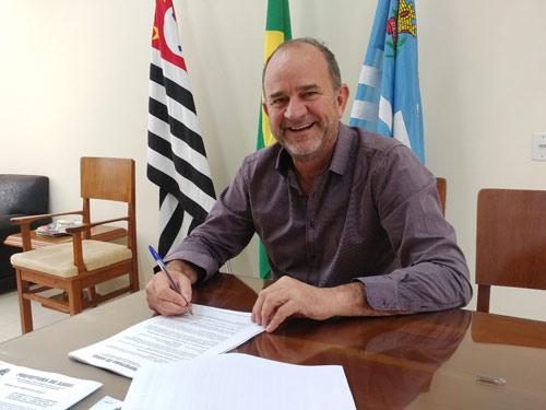 Continua trabalho de recape nas ruas de Assis e prefeito destaca qualidade do material