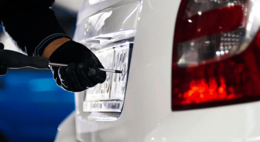 Lacrador de placas do Detran prevê aumento na demando nesse final de ano