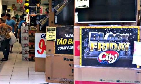 Com vitrines decoradas, Comércio de Assis já vive clima de Black Friday
