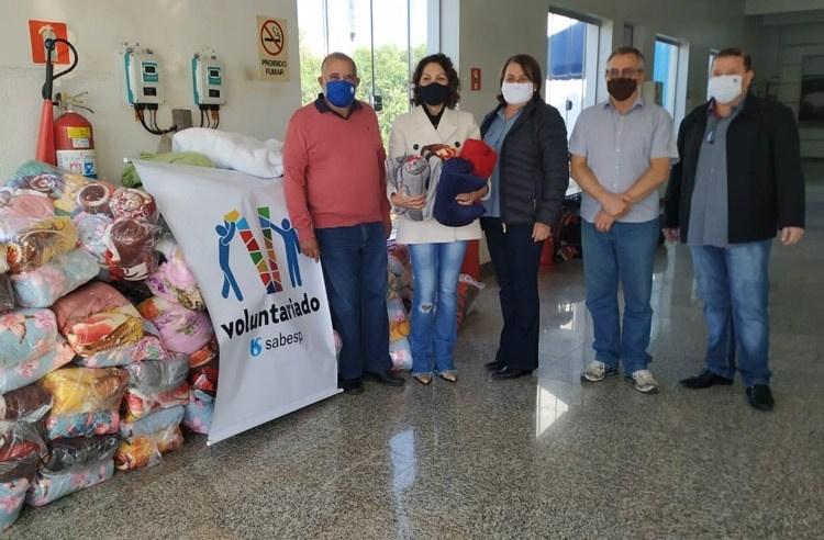 Sabesp entrega 350 cobertores ao Fundo Social de Solidariedade