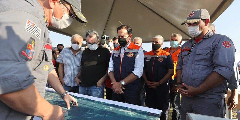 Governador sobrevoa pontos de incêndio em mata na região de S. J. da Boa Vista