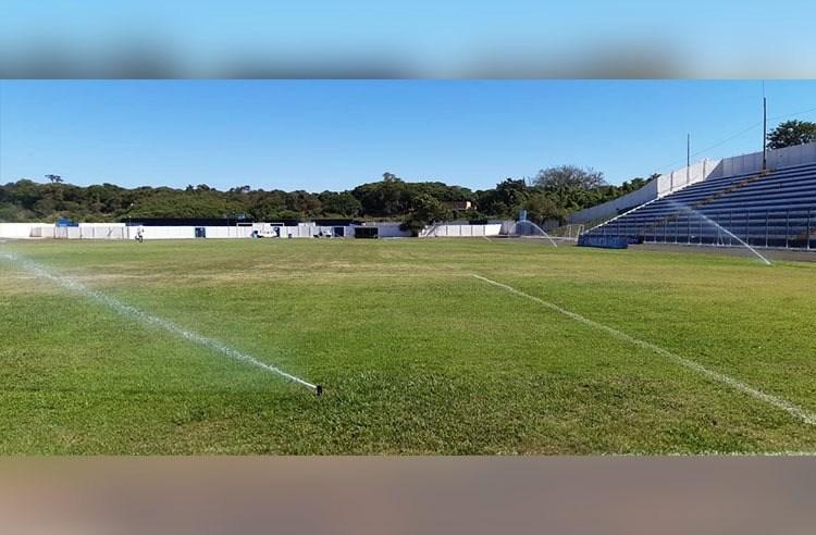 Prefeitura inicia recuperação dos gramados nos estádios Tonicão e Marcelino de Souza
