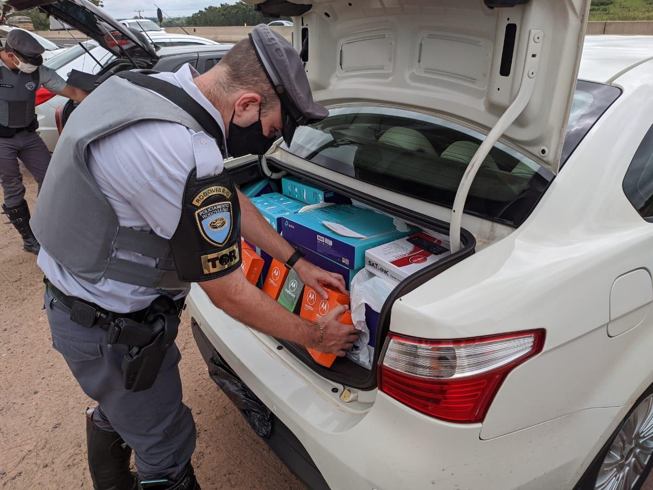 Produtos contrabandeados são apreendidos em rodovia da região.