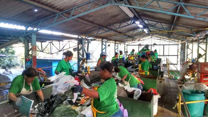 Cooperativa de Catadores de Materiais Recicláveis fala sobre coleta realizada neste período de pandemia