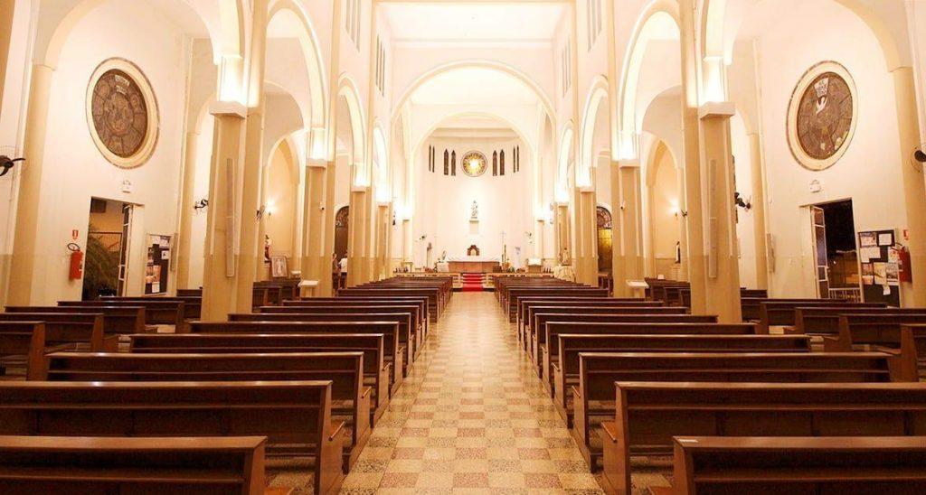 Realização de cultos e missas é suspensa, mas templos podem ficar abertos.