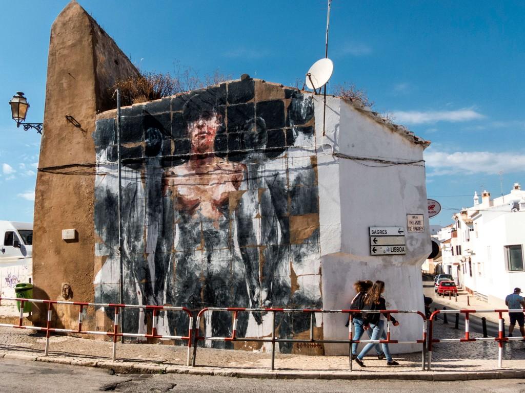 Borondo, arte urbano en Lagos Portugal