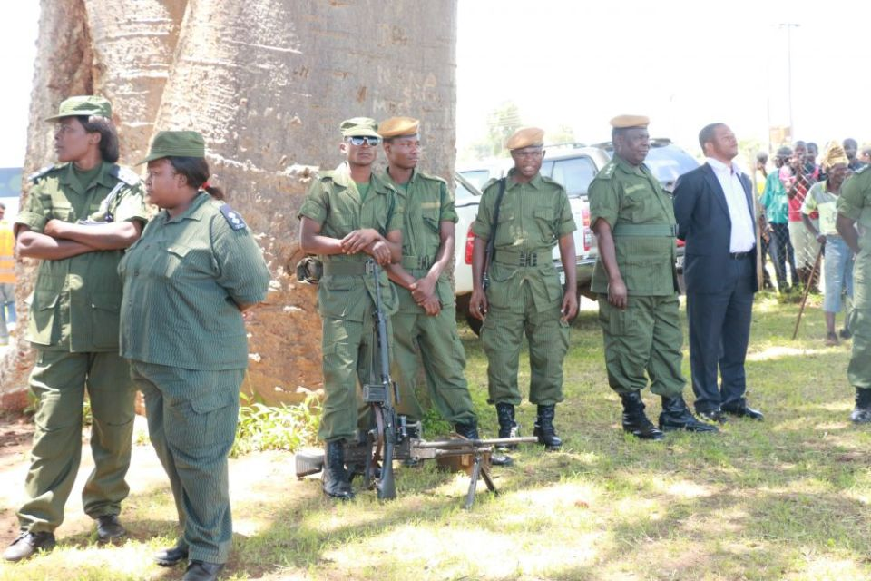 Police Officers awaits the arrival of President Edgar Lungu in Chipata-Picture by Tenson Mkhala