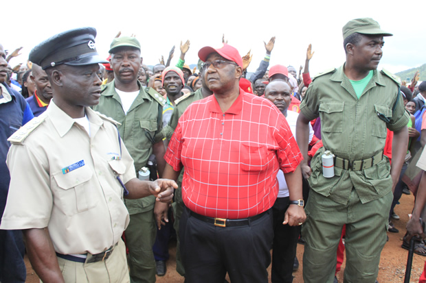 UPND vice president Geoffrey Mwamba speaks to police officers -picture by Tenson Mkhala