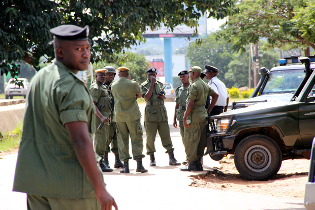 Police officers blocks the entrance of Lusaka's Chainama Hotel as they prevent UPND press conference from taking place-picture by Tenson Mkhala