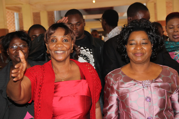 Mutinta Hichilema (r) with GBM's wife Chama at court during Hakainde Hichilema's case-Picture by Tenson Mkhala