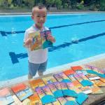 7 year old naga baligya notebooks nga may art work niya para sa pagpabulong sang iya classmate