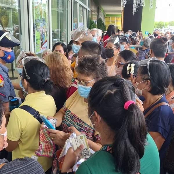Bacolod halts vaccine walk-ins as crowds defy health protocols