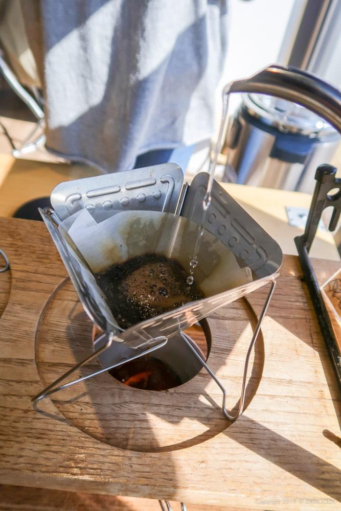 焚火台型ドリッパーでコーヒーを。