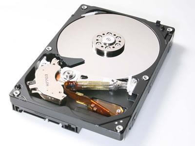HGSTはじまったな 250GBプラッタの低消費電力の3.5インチHDD「Deskstar P7K500」