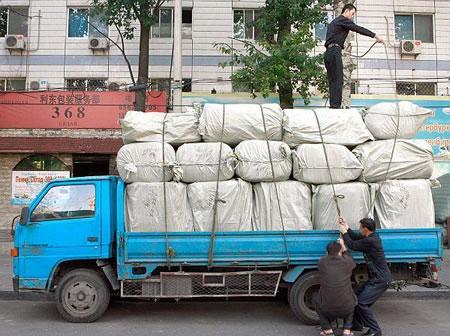 中国、トラックの過積載による排気ガス汚染はアメリカの130倍