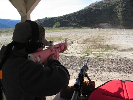 ハローキティが西側諸国にも侵攻。Hello Kitty AR-15