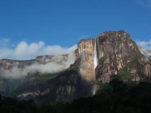 世界最大の落差を誇る滝、エンジェルフォールを動画で見る