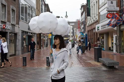 雨の日がちょっとだけ楽しくなる傘『Cloud Umbrella』