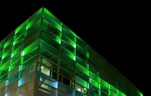 これは必見! アルス・エレクトロニカ・センターにて行われた美しい光と音のパフォーマンス
