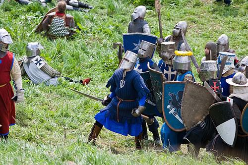 リアルで『Age of Empires II』。ロシアで中世時代の戦争を再現