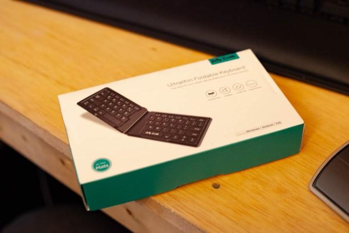 Bluetoothキーボード 折りたたみ式 人間工学 ミニ 超薄型 充電式 ワイヤレス ブルートゥース キーボード