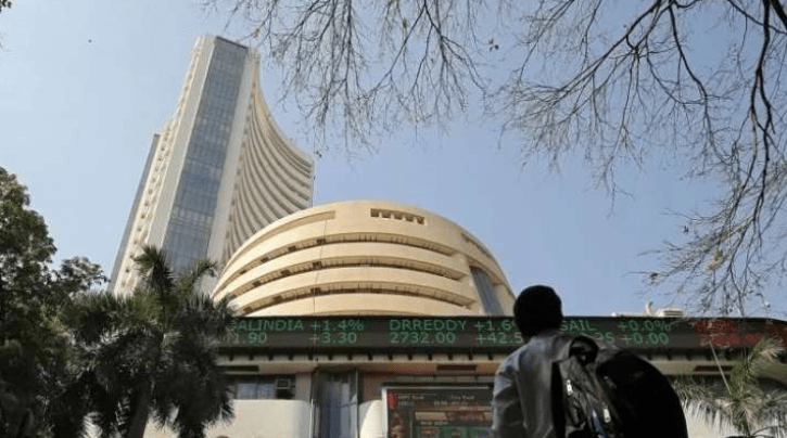 Sensex Take off Over 300 Points; Nifty Hovers At 15,000; Banking Shares Top Gainer