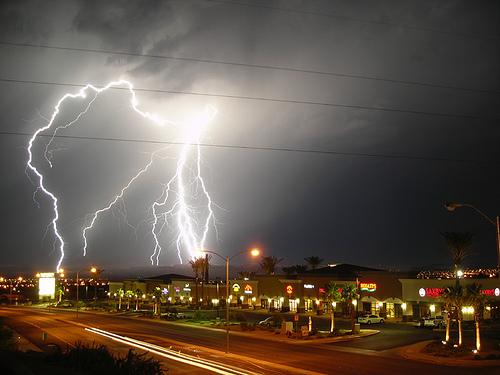 市街地への落雷画像