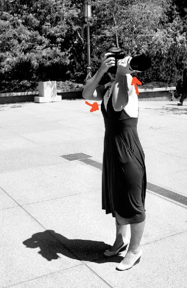 levante o ombro esquerdo para reduzir a vibração da câmera