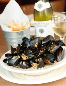 Image: Mussels, fries and wine at Chez Oskar