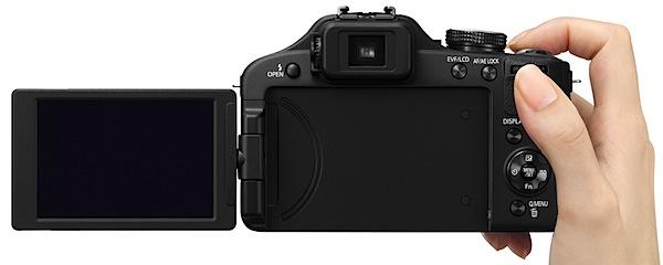 Panasonic Lumix DMC-FZ150 Hand2.jpg